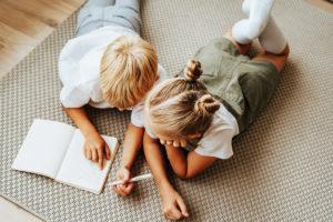 Faire ses devoirs sereinement : un guide complet pour tous les parents